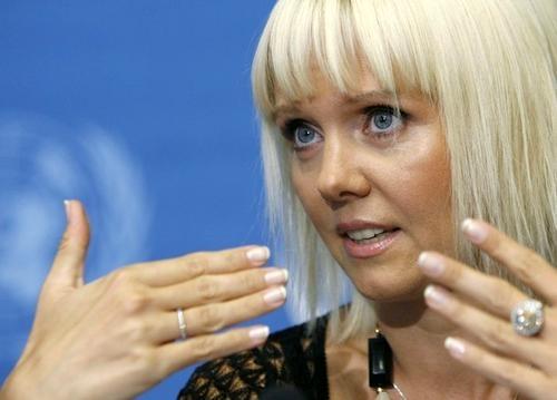 Певица Валерия хочет подать в суд на Волочкову за нанесенные той оскорбления