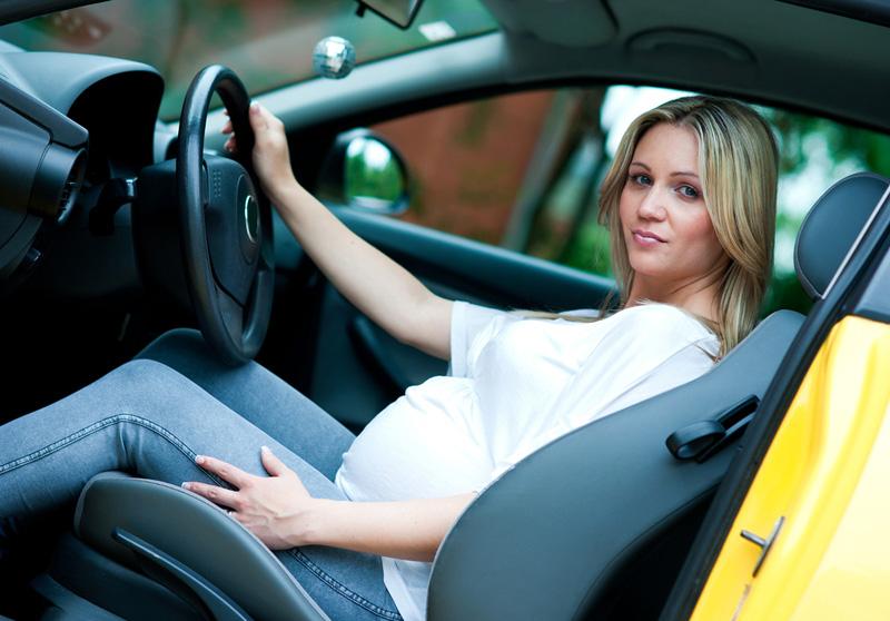 Женщина за рулем  - дело привычное