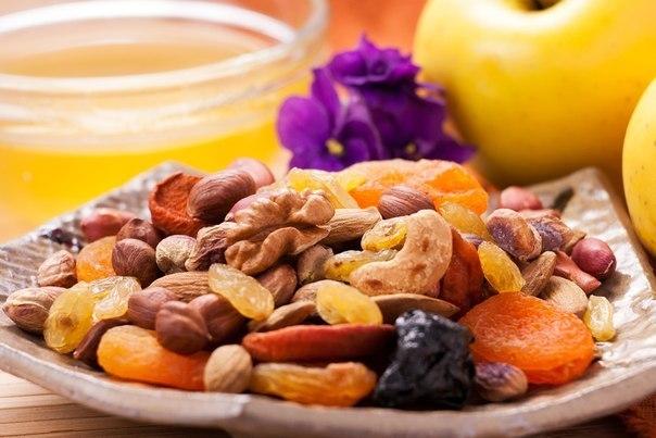 Сухофрукты, орехи и соки в качестве диеты